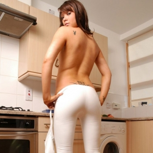 Kates gorgeous girlfriend Natalia Nyce shows off her perfect round ass in her extremely tight shiny white pants