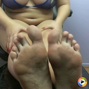 Watch as pregnant Georgia Peach encourages you to jerk off on her sexy swollen feet